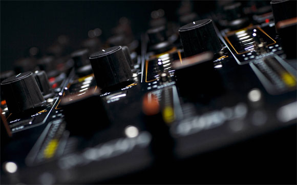 Tips-for-Choosing-Your-First-DJ-Mixer